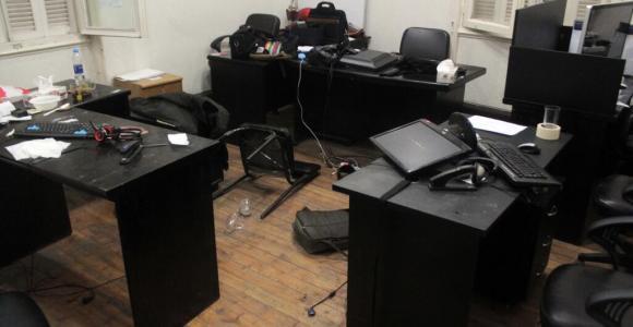 صورة لمكتب المركز المصري بعد إقتاحمه من قبل قوات الأمن.