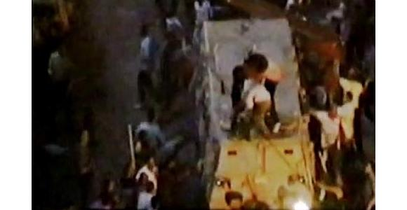 جانب من قيام المدرعات بدهس المتظاهرين يوم 9 أكتوبر